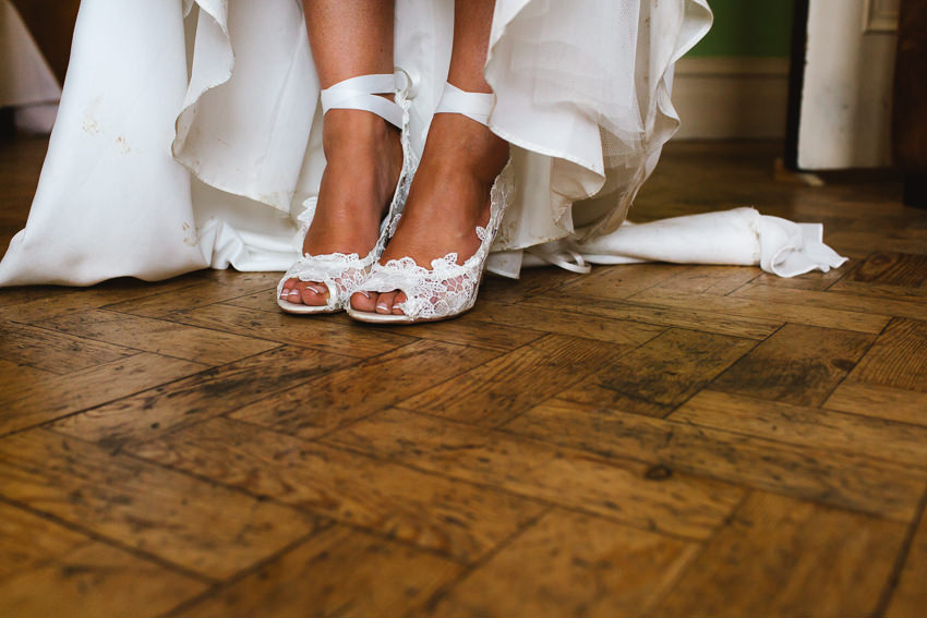 Bride, shoes dancing